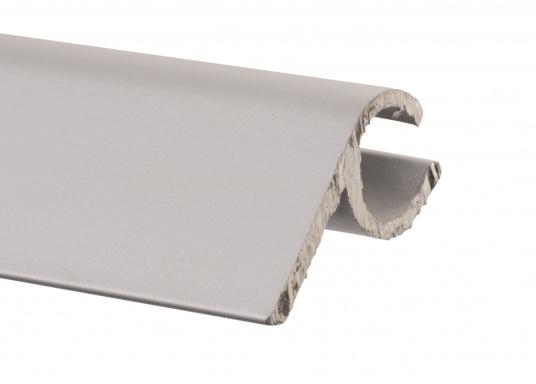 Unsere Kederschiene mit Montageflansch ermöglicht die Montage des Klappverdecks auf Schienen, anstatt direkt auf dem Deck. Material: Aluminium. (Bild 2 von 3)