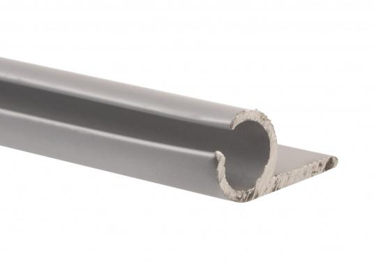 Unsere Kederschiene mit Montageflansch ermöglicht die Montage des Klappverdecks auf Schienen, anstatt direkt auf dem Deck. Material: Aluminium. (Bild 3 von 3)