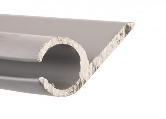 Unsere Kederschiene mit Montageflansch ermöglicht die Montage des Klappverdecks auf Schienen, anstatt direkt auf dem Deck. Material: Aluminium.