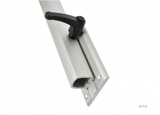 Eine praktische Lösung! Diese Konstruktion bietet variable Möglichkeiten: Das Untergestell LAGUN lässt sich heben und senken und ist dreh- und schwenkbar. Es ist platzsparend und leicht zu montieren.  (Bild 3 von 4)