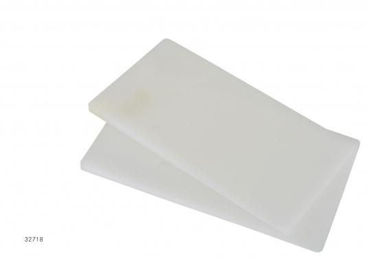 MithilfederKeile von LAGUNkönnen sie unebene und schräge Bordwände ausgleichen. Der Ausgleich sorgt für einewaagerechte Tischplatte.