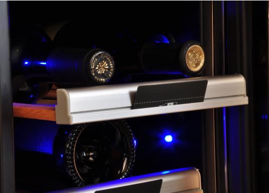 Der Weinkühlschrank D15 der Marke Dometic wird Sie mit seiner professionellen Genauigkeit und seinem unverkennbaren Design überzeugen. Ausgestattet mit einer Zwei-Zonen-Temperatursteuerung bietet der D15 Platz für bis zu 17 Weinflaschen. (Bild 5 von 10)