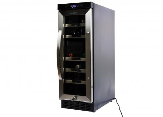 Der Weinkühlschrank D15 der Marke Dometic wird Sie mit seiner professionellen Genauigkeit und seinem unverkennbaren Design überzeugen. Ausgestattet mit einer Zwei-Zonen-Temperatursteuerung bietet der D15 Platz für bis zu 17 Weinflaschen. (Bild 9 von 10)