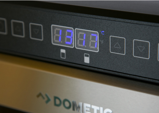 Der Weinkühlschrank D15 der Marke Dometic wird Sie mit seiner professionellen Genauigkeit und seinem unverkennbaren Design überzeugen. Ausgestattet mit einer Zwei-Zonen-Temperatursteuerung bietet der D15 Platz für bis zu 17 Weinflaschen. (Bild 8 von 10)