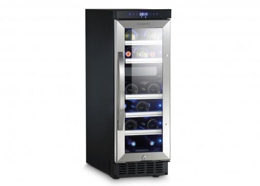 Der Weinkühlschrank D15 der Marke Dometic wird Sie mit seiner professionellen Genauigkeit und seinem unverkennbaren Design überzeugen. Ausgestattet mit einer Zwei-Zonen-Temperatursteuerung bietet der D15 Platz für bis zu 17 Weinflaschen. (Bild 4 von 10)