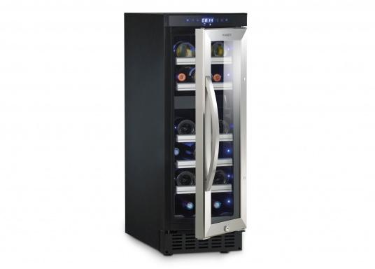 Der Weinkühlschrank D15 der Marke Dometic wird Sie mit seiner professionellen Genauigkeit und seinem unverkennbaren Design überzeugen. Ausgestattet mit einer Zwei-Zonen-Temperatursteuerung bietet der D15 Platz für bis zu 17 Weinflaschen. (Bild 2 von 10)