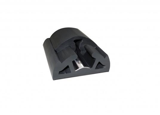 Scheuerleiste in modernem Design speziell für die Schifffahrt. Die flexible Leiste lässt sich in minutenschnelle montieren. Die Länge kann individuell gekürzt werden. Länge: 12 m.