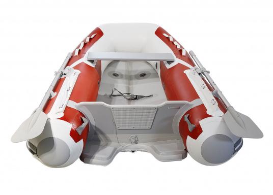 Der neue SEATEC Yachttender AEROTEND 240 vereint alle Vorteile der Lattenbodenboote und Festrumpfschlauchboote in einem: stabiles, festes Unterwasserschiff, sehr gute Fahreigenschaften, geringes Gewicht und hohe Tragkraft. (Bild 3 von 8)