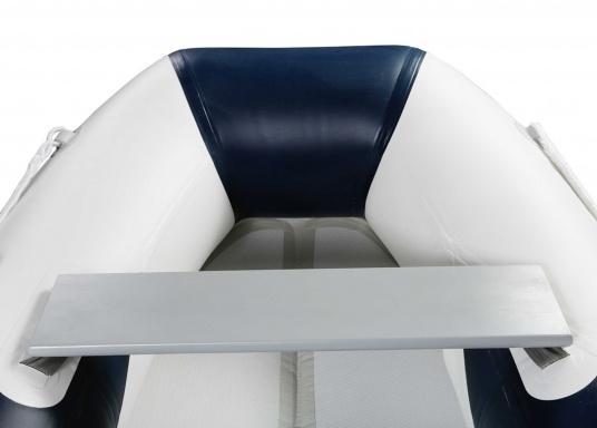 Das neue SEATEC Schlauchboot AEROTEND 240 vereint alle Vorteile der Lattenbodenboote und Festrumpfschlauchboote in einem: stabiles, festes Unterwasserschiff, sehr gute Fahreigenschaften, geringes Gewicht und hohe Tragkraft. (Bild 6 von 11)