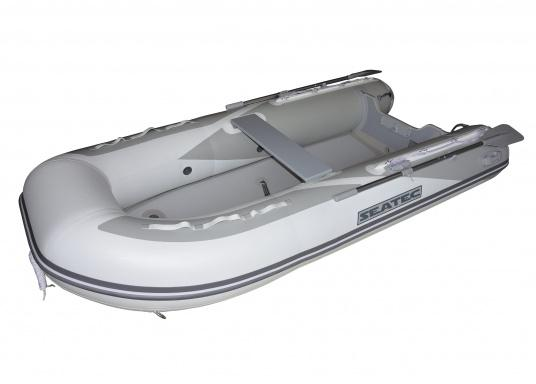 The new SEATEC AEROTEND 240 yacht tender combines all the advantages of slatted bottom boats and rigid inflatable boats in to one: a stable hull, very good handling characteristics, low weight and high load capacity. (Imagen 2 de 7)