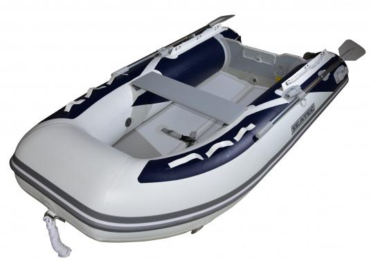 Das neue SEATEC Schlauchboot AEROTEND 260 vereint alle Vorteile der Lattenbodenboote und Festrumpfschlauchboote in einem: stabiles, festes Unterwasserschiff, sehr gute Fahreigenschaften, geringes Gewicht und hohe Tragkraft. (Bild 4 von 16)