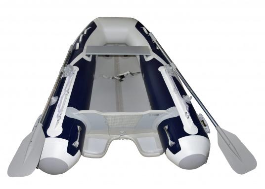 Das neue SEATEC Schlauchboot AEROTEND 260 vereint alle Vorteile der Lattenbodenboote und Festrumpfschlauchboote in einem: stabiles, festes Unterwasserschiff, sehr gute Fahreigenschaften, geringes Gewicht und hohe Tragkraft. (Bild 3 von 16)
