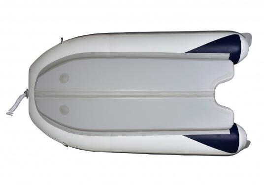 Das neue SEATEC Schlauchboot AEROTEND 260 vereint alle Vorteile der Lattenbodenboote und Festrumpfschlauchboote in einem: stabiles, festes Unterwasserschiff, sehr gute Fahreigenschaften, geringes Gewicht und hohe Tragkraft. (Bild 5 von 16)
