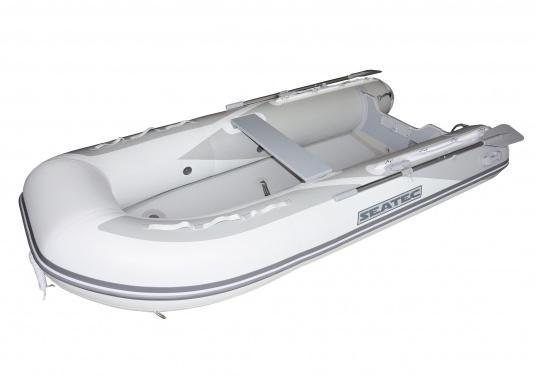 Das neue SEATEC Schlauchboot AEROTEND 260 vereint alle Vorteile der Lattenbodenboote und Festrumpfschlauchboote in einem: stabiles, festes Unterwasserschiff, sehr gute Fahreigenschaften, geringes Gewicht und hohe Tragkraft.
