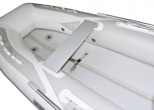 Das neue SEATEC Schlauchboot AEROTEND 310 vereint alle Vorteile der Lattenbodenboote und Festrumpfschlauchboote in einem: stabiles, festes Unterwasserschiff, sehr gute Fahreigenschaften, geringes Gewicht und hohe Tragkraft. (Bild 4 von 13)