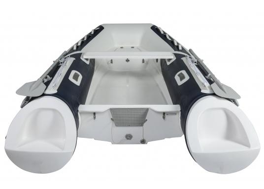 Prestazioni, sicurezza e comfort: il gommone a chiglia rigida da SEATEC modello GT SPORT 330 è il prodotto per tutti i veri amanti degli sport acquatici. Sia che si tratta dipesca, di escursioni o diimmersioni- lo SPORT GT 330 offre le migliori condizioni! (Immagine 3 di 10)