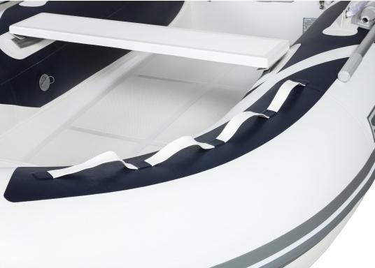 Prestazioni, sicurezza e comfort: il gommone a chiglia rigida da SEATEC modello GT SPORT 330 è il prodotto per tutti i veri amanti degli sport acquatici. Sia che si tratta dipesca, di escursioni o diimmersioni- lo SPORT GT 330 offre le migliori condizioni! (Immagine 5 di 10)