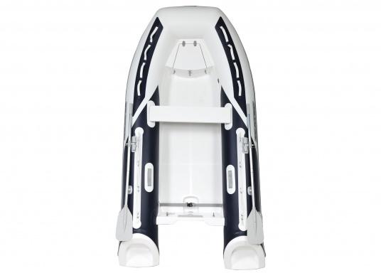Prestazioni, sicurezza e comfort: il gommone a chiglia rigida da SEATEC modello GT SPORT 330 è il prodotto per tutti i veri amanti degli sport acquatici. Sia che si tratta dipesca, di escursioni o diimmersioni- lo SPORT GT 330 offre le migliori condizioni! (Immagine 2 di 10)