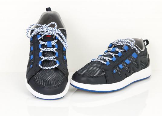 Der richtige Schuh für sportliches Segeln. Das schnell trocknende Mesh-Material und die griffige Decksohle, bestehend aus einer rutschfesten Gummimischung, sorgt für sicheren Halt auf nassen Oberflächen. Der Bootsschuh NAUTIC SPEED von musto bietet optimalen Lauf- und Klimakomfort. (Bild 2 von 8)