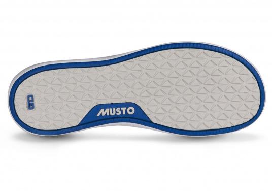 Der richtige Schuh für sportliches Segeln. Das schnell trocknende Mesh-Material und die griffige Decksohle, bestehend aus einer rutschfesten Gummimischung, sorgt für sicheren Halt auf nassen Oberflächen. Der Bootsschuh NAUTIC SPEED von musto bietet optimalen Lauf- und Klimakomfort. (Bild 5 von 8)