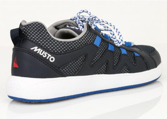 Der richtige Schuh für sportliches Segeln. Das schnell trocknende Mesh-Material und die griffige Decksohle, bestehend aus einer rutschfesten Gummimischung, sorgt für sicheren Halt auf nassen Oberflächen. Der Bootsschuh NAUTIC SPEED von musto bietet optimalen Lauf- und Klimakomfort. (Bild 7 von 8)