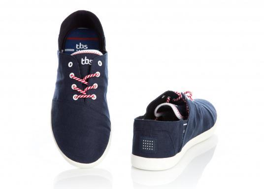 Modischer Canvas Damenschuh der Marke TBS in der Farbe marine blau. Der Schuh ist äußerst komfortabel zu tragen und passt sich dank des geschmeidigen Materials optimal an die Fußform an. (Bild 4 von 12)