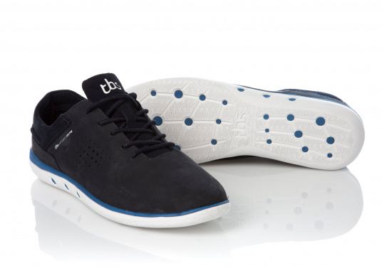 Der sportliche TBS-Sneaker MAHANI ist sehr bequem zu tragen und gewährleistet jederzeit einen sicheren Halt an Deck.