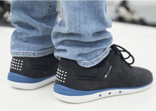 Der sportliche TBS-Sneaker MAHANI ist sehr bequem zu tragen und gewährleistet jederzeit einen sicheren Halt an Deck. (Bild 4 von 9)