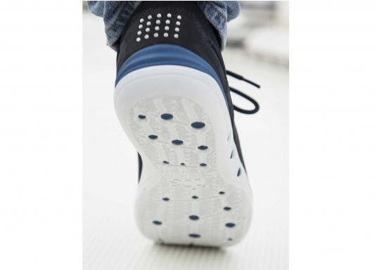 Der sportliche TBS-Sneaker MAHANI ist sehr bequem zu tragen und gewährleistet jederzeit einen sicheren Halt an Deck. (Bild 9 von 9)