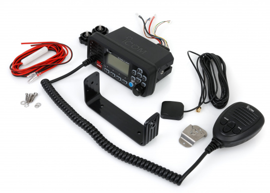 Compact VHF radio at an attractive price. This Class D device with built-in GPS receiver and DSC controller, including ATIS, offers easy and intuitive operation and a large, easy-to-read dot-matrix display. (Imagen 7 of 7)