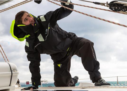 Die Bekleidung, die dem Offshore-Segler wirklich entspricht. Mit hochstellbarem Kragen und völlig verschließbarer Kapuze. MPX GORE-TEX®Pro steht für das beste Material für anspruchsvolle Segler. (Bild 10 von 20)