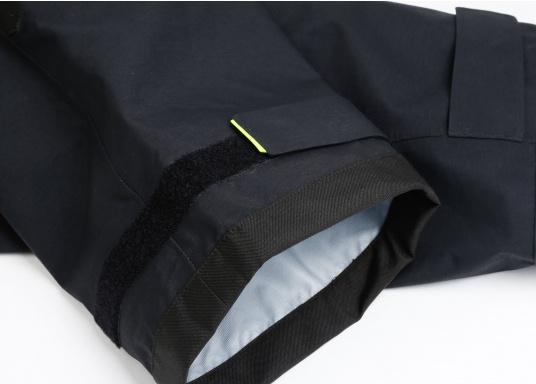 Die Bekleidung, die dem Offshore-Segler wirklich entspricht. Mit hochstellbarem Kragen und völlig verschließbarer Kapuze. MPX GORE-TEX®Pro steht für das beste Material für anspruchsvolle Segler. (Bild 20 von 20)
