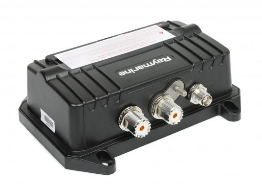 Der neue AIS Transponder AIS700 von Raymarine ist mit der neuesten SOTDMA-AIS-Technologie ausgestattet, die größere Reichweiten beim Senden und Empfangen der AIS-Daten erzielt und dank der hohen Sendeleistung von 5 Watt die Daten im Vergleich zu herkömmlichen Class-B AIS-Geräten in höheren Intervallen aussendet. (Bild 2 von 4)