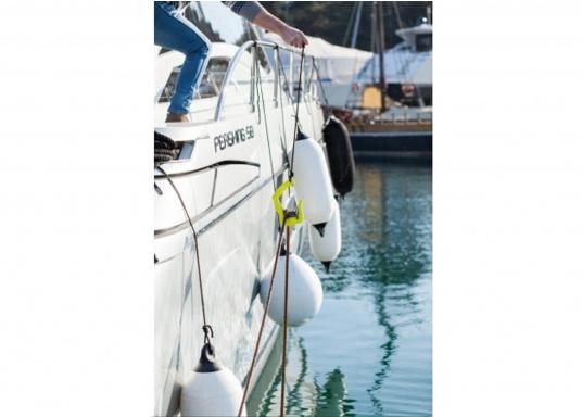 Anlegen war nie so einfach! Der GHOOK besteht aus einem Griff mit einer eingebauten Rolle und einem Sicherungsbügel. Zusätzlich kann ein Tau an dem dazu vorgesehenen Loch befestigt werden, welches die Handhabung des GHOOK's auf größeren Booten erleichtert. (Bild 4 von 6)