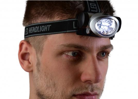 Praktischer Miniatur-Stirnscheinwerfer - so haben Sie immer beide Hände frei! Die LEDs bieten eine lange Lebensdauer von ca. 100.000 Stunden. Mit 3 Microbatterien können Sie bis zu 120 Stunden Leuchtdauer erreichen.  (Bild 5 von 6)