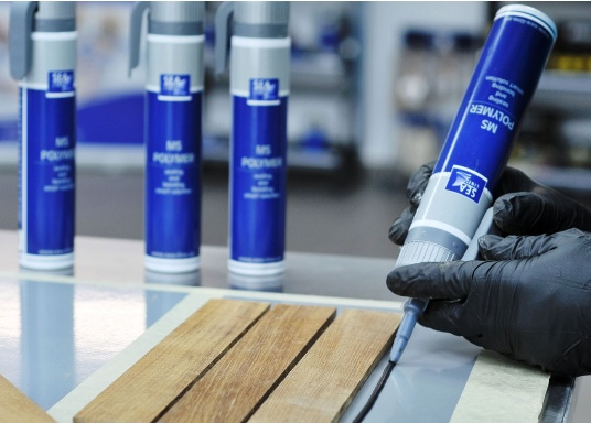 SEA LINE MS Poymer zum Dichten und Kleben ist UV- beständig und wasserfest. Sehr gute Haftung auf vielen Untergründen / Materialien (GFK, Holz, Glas, Metall, Stahl, Aluminium, versiegelten und lackierten Oberflächen). (Bild 3 von 3)