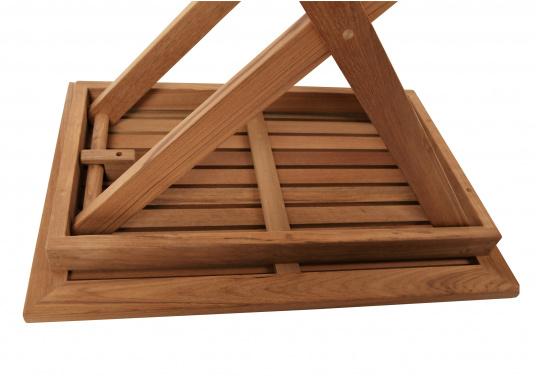 Hochwertiger Klapptisch (70 x 50 cm), gefertigt aus edlem, ungeöltem Teak-Holz. Der Tisch ist absolut witterungsbeständig und kann im zusammengeklappten Zustand äußerst platzsparend verstaut werden. Daher ist der Tisch idealfür den Einsatz an Bord geeignet. (Bild 2 von 4)