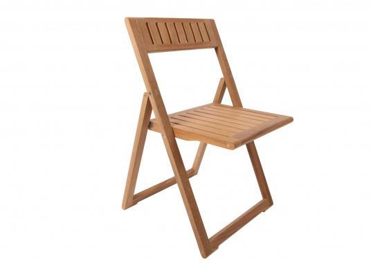 Hochwertiger Klappstuhl (53 x 47 x 78 cm), gefertigt aus edlem, ungeöltem Teak-Holz. Der Stuhl ist absolut witterungsbeständig und kann im zusammengeklappten Zustand äußerst platzsparend verstaut werden. Daher ist er ideal für den Einsatz an Bord geeignet.