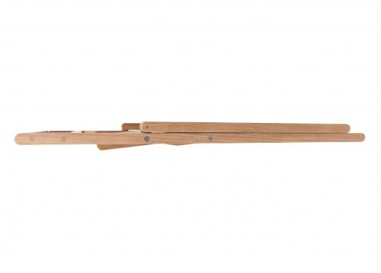 Hochwertiger Klappstuhl (53 x 47 x 78 cm), gefertigt aus edlem, ungeöltem Teak-Holz. Der Stuhl ist absolut witterungsbeständig und kann im zusammengeklappten Zustand äußerst platzsparend verstaut werden. Daher ist er ideal für den Einsatz an Bord geeignet. (Bild 4 von 4)