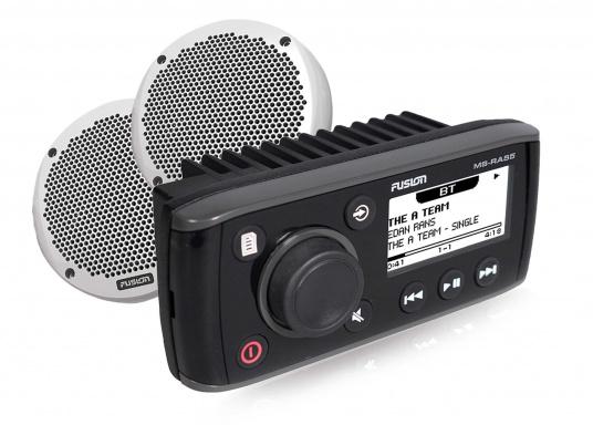 Das kompakte, wasserfeste Radio MS-RA55KTS von FUSION liefert eine klare Klangwiedergabe. Es verfügt über ein integriertes Bluetooth-Modul, über das die Musik vom Smartphone aus gestreamt werden kann. Inklusive Lautsprecher.