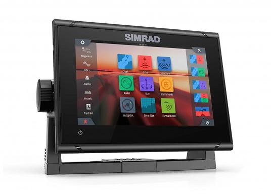 """Das neue 7"""" Kartenplotter-Navigationsdisplay GO7 XSR von Simrad bietet Ihnen eine Reihe von neuen Technologien. Durch einen integrierten GPS-Empfänger, drahtloser Konnektivität über WIFi, eine Vielzahl an Anschlussmöglichkeiten über das NMEA2000 Netzwerksystem und der Plug-and-Play Radarkompatibilität wird das Navigieren auch bei schlechten Bedingungen leicht gemacht. Lieferung inklusive TotalScan-Geber. (Bild 3 von 13)"""