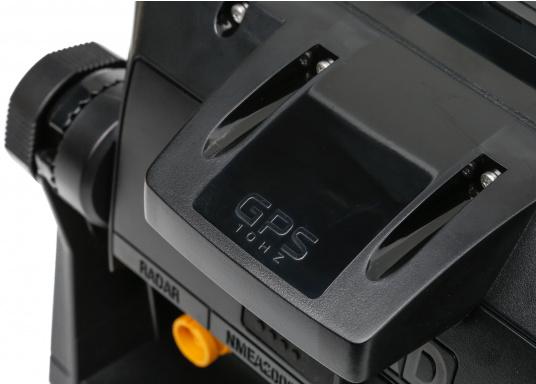 """Das neue 7"""" Kartenplotter-Navigationsdisplay GO7 XSR von Simrad bietet Ihnen eine Reihe von neuen Technologien. Durch einen integrierten GPS-Empfänger, drahtloser Konnektivität über WIFi, eine Vielzahl an Anschlussmöglichkeiten über das NMEA2000 Netzwerksystem und der Plug-and-Play Radarkompatibilität wird das Navigieren auch bei schlechten Bedingungen leicht gemacht. Lieferung inklusive TotalScan-Geber. (Bild 7 von 13)"""