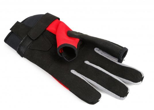Der Musto Langfinger Segelhandschuh besteht aus 4-Wege Stretch Dynamic Mesh,welches nicht nur atmungsaktiv ist, sondern auch in Kombination mit der natürlichen Handform großen Komfort bei voller Bewegungsfreiheit bietet. (Bild 2 von 6)