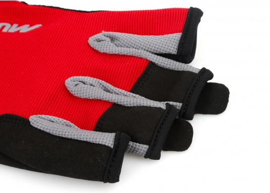 Der Musto Kurzfinger Segelhandschuh besteht aus 4-Wege Stretch Dynamic Mesh, welches nicht nur atmungsaktiv ist, sondern auch in Kombination mit der natürlichen Handform großen Komfort bei voller Bewegungsfreiheit bietet. (Bild 3 von 8)
