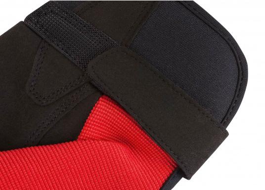 Der Musto Kurzfinger Segelhandschuh besteht aus 4-Wege Stretch Dynamic Mesh, welches nicht nur atmungsaktiv ist, sondern auch in Kombination mit der natürlichen Handform großen Komfort bei voller Bewegungsfreiheit bietet. (Bild 6 von 8)