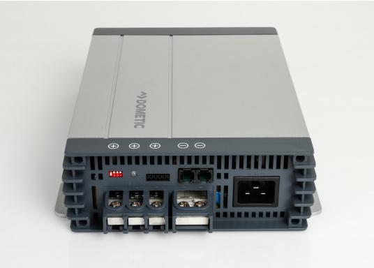 Avec le chargeur de batterie DOMETIC MCA1250 les temps de charge sont considérablement réduits. Il offre une technologie de charge sophistiquée avec une rapport qualité/prix imbattable, pour une technologie de charge 5 étapes et trois sorties. (Image 3 de 6)