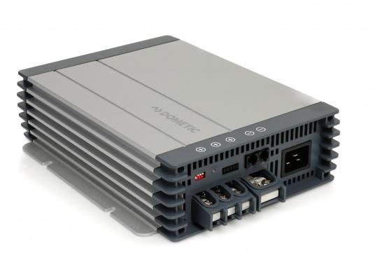 Avec le chargeur de batterie DOMETIC MCA1250 les temps de charge sont considérablement réduits. Il offre une technologie de charge sophistiquée avec une rapport qualité/prix imbattable, pour une technologie de charge 5 étapes et trois sorties.