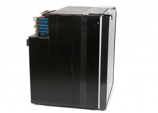Innovative Compressor Refrigerator CRE-80 from DOMETIC. 2-in-1 solution with removable freezing compartment, which allows for more space if needed. Smart electronics control the speed of the compressor; as a result, energy consumption can be reduced by 25%.   (Afbeelding 6 of 9)