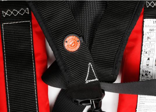 Komfortabel geschnittene Automatik-Rettungsweste mit einem Auftrieb von 180 N der Marke Marinepool. Mit großzügiger Ausstattung wie Nackenfleece, Mesh-Gewebe am Rückenteil, Schrittgurt, Harness (D-Ring) und Inspektionsfenster. (Bild 3 von 9)