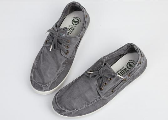 Dieser nachhaltige Mokassinsaus Bio-Baumwolle besticht mit seinem modischen Design. Basierend auf einem traditionellen Bootsschuh mit 3-Loch-Schnürung und einer flachen Zierkordel auf der Außenseite ist dieser Schuh der perfekte Begleiter für wärmere Tage. (Bild 7 von 10)